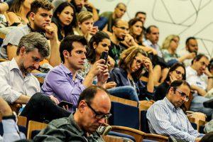Pessoal concentrado no Lançamento do Guia de SEO para download criado por agências de marketing e a Abradi-SP
