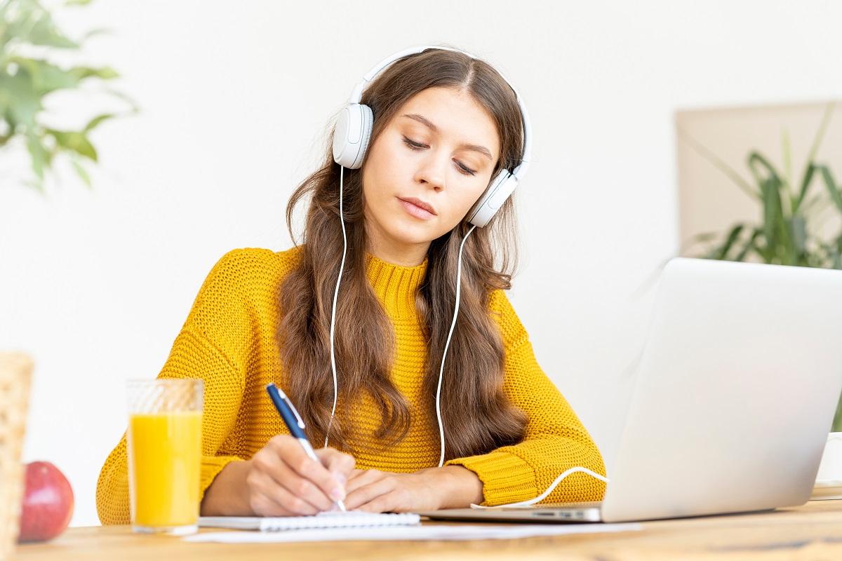 anúncios em áudio
